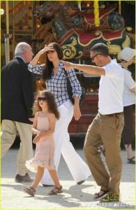 Венсан Кассель с Моникой Белуччи и дочкой
